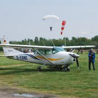 L'école de parachutisme de Tarbes vend son Cessna 182 E